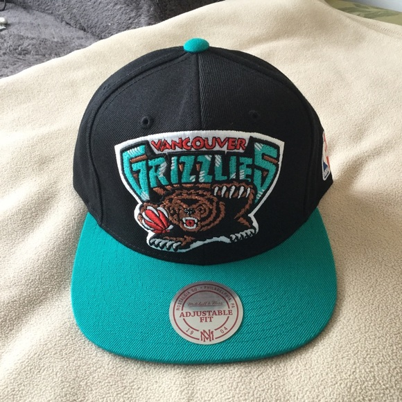 d17ab51f18d Vancouver Grizzlies Mitchell   Ness SnapBack Hat